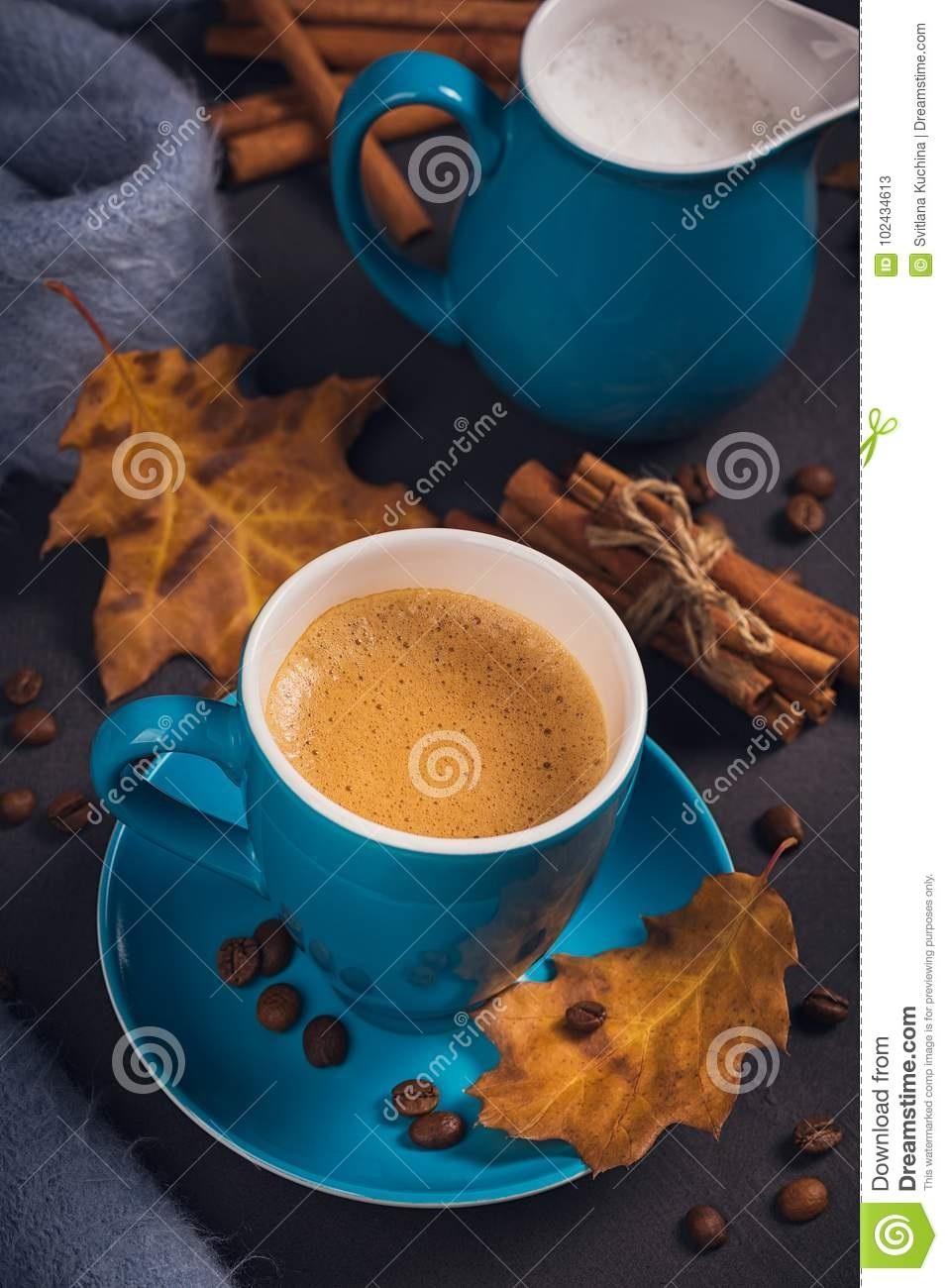 Осенние листья и кофе картинки красивые и милые015