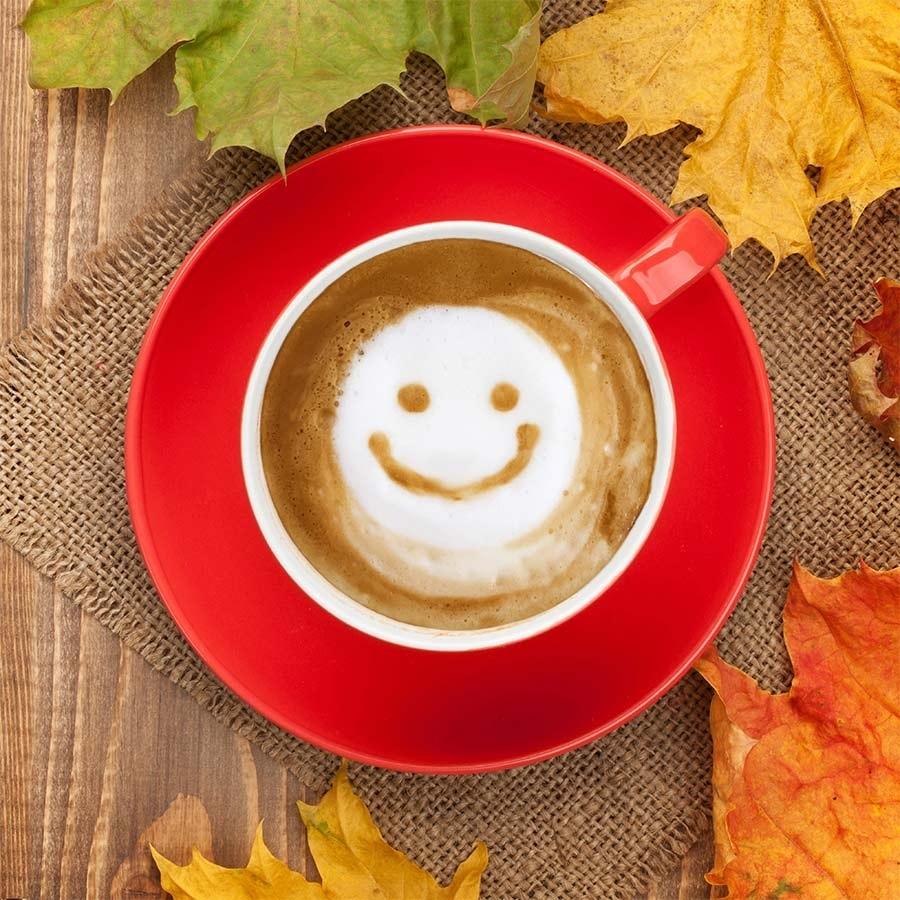 Осенние листья и кофе картинки красивые и милые016