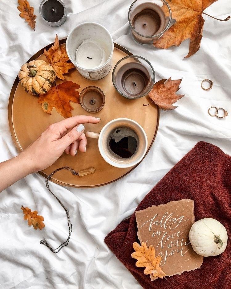 Осенние листья и кофе картинки красивые и милые024