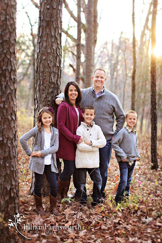 Осенняя семейная фотосессия на природе - фото идеи (1)