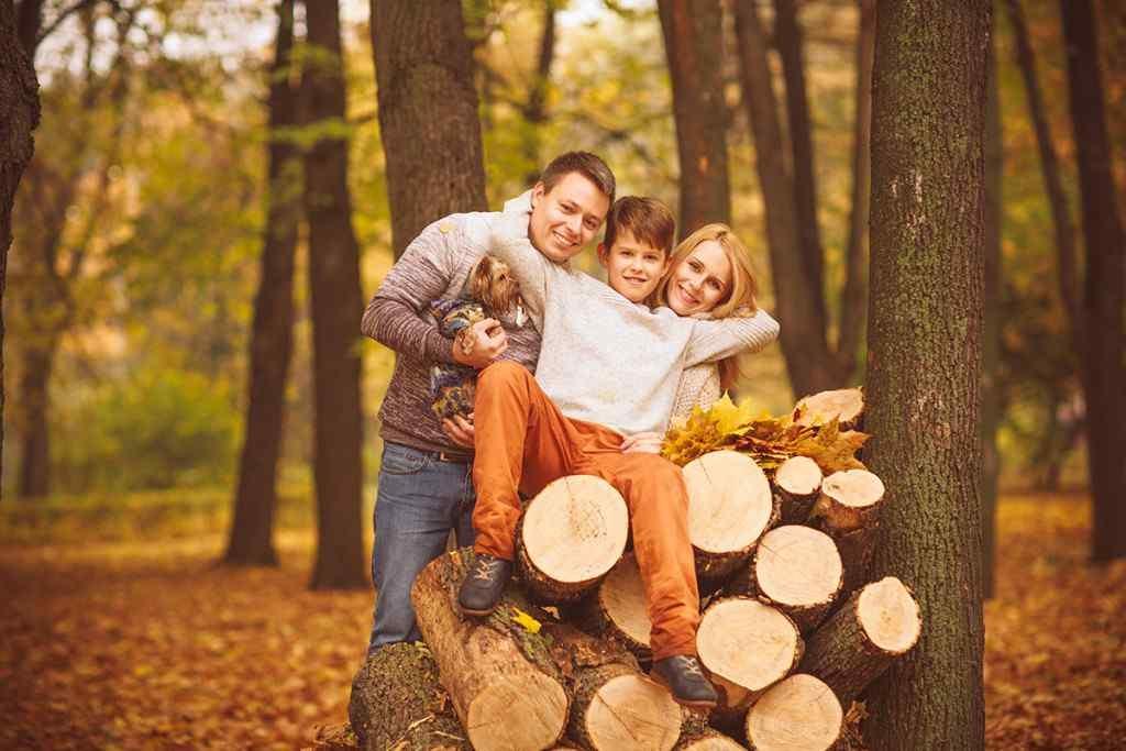 Осенняя семейная фотосессия на природе - фото идеи (15)