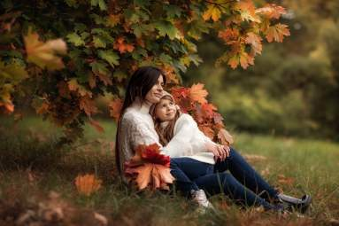 Осенняя семейная фотосессия на природе - фото идеи (16)