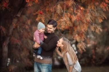 Осенняя семейная фотосессия на природе - фото идеи (17)