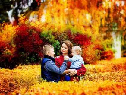 Осенняя семейная фотосессия на природе - фото идеи (18)