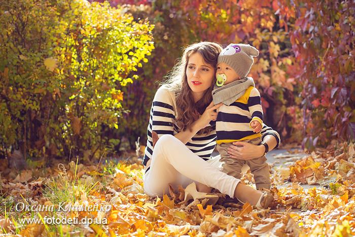 Осенняя семейная фотосессия на природе - фото идеи (19)
