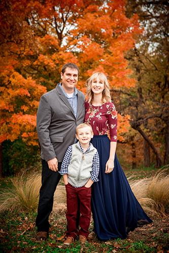 Осенняя семейная фотосессия на природе - фото идеи (25)