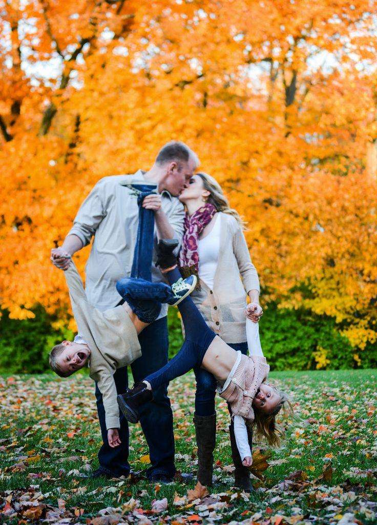 Осенняя семейная фотосессия на природе   фото идеи (28)