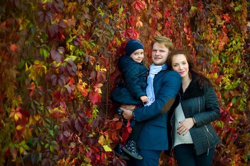 Осенняя семейная фотосессия на природе - фото идеи (3)