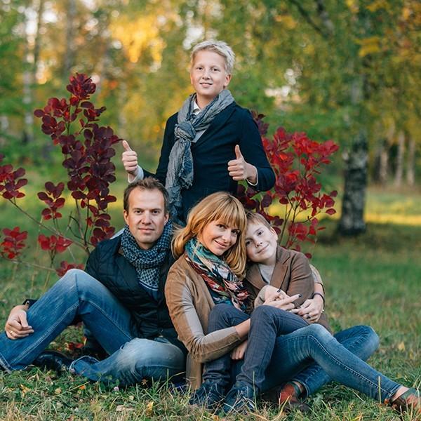 Осенняя семейная фотосессия на природе - фото идеи (5)