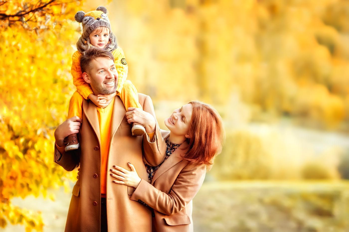 Осенняя семейная фотосессия на природе   фото идеи (6)