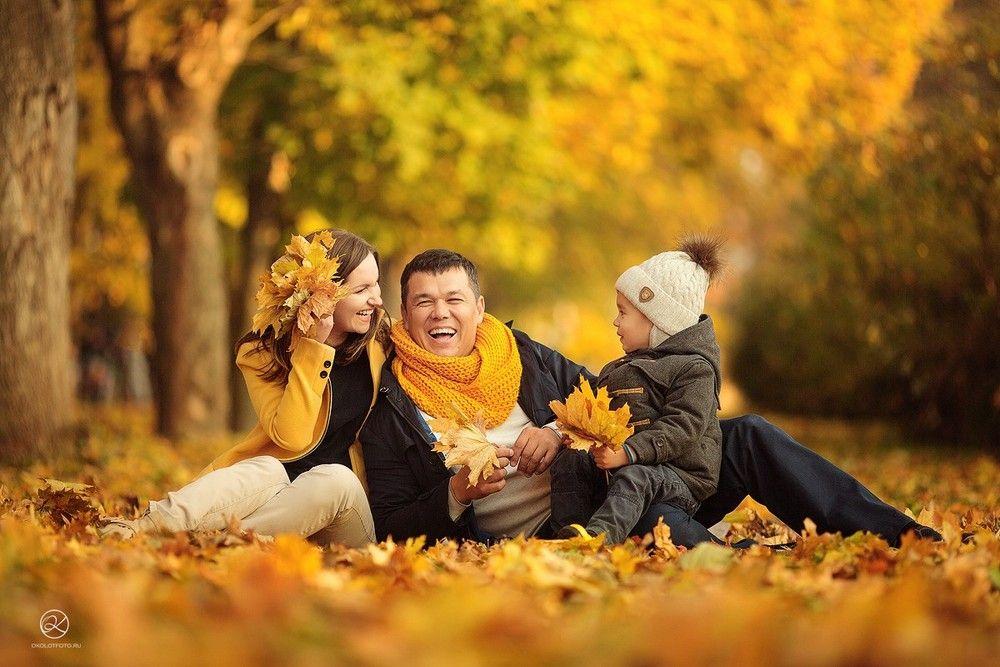 Осенняя семейная фотосессия на природе - фото идеи (7)