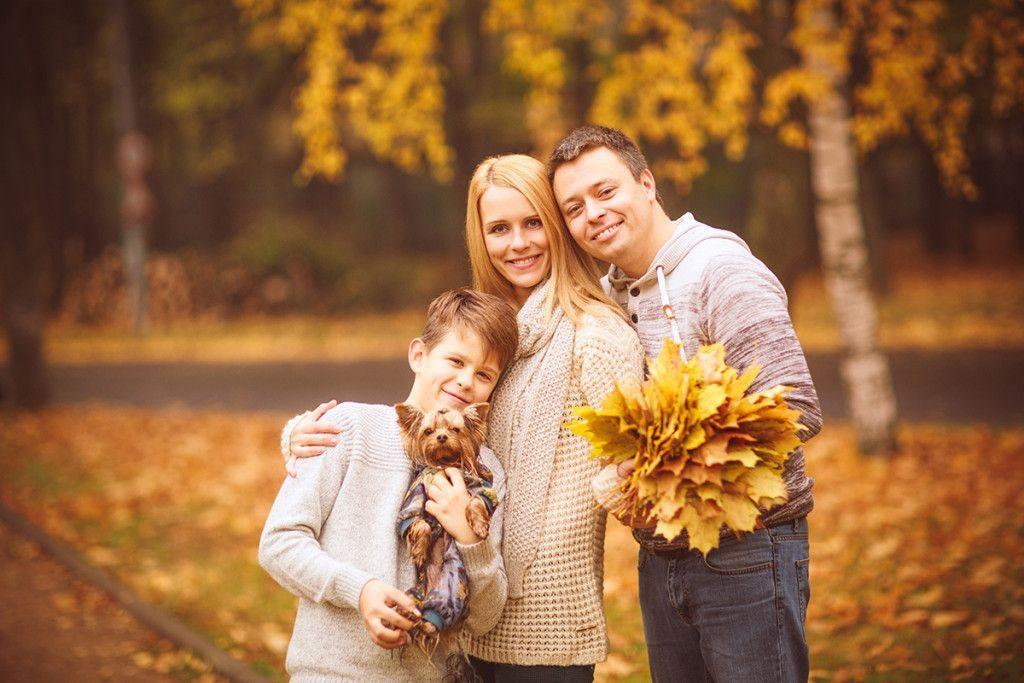 Осенняя семейная фотосессия на природе - фото идеи (8)