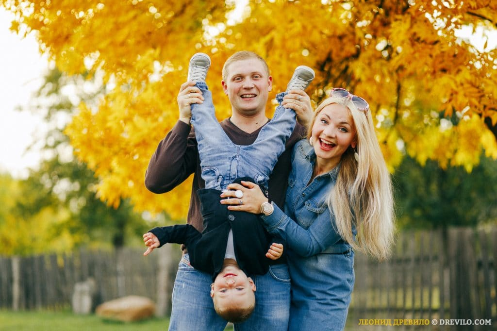 Осенняя семейная фотосессия на природе   фото идеи (9)