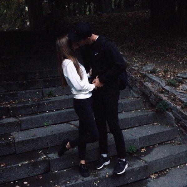 Парень с девушкой целуются фото на аву без лица003
