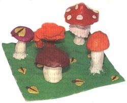Поделка грибная полянка из пластилина для детей017