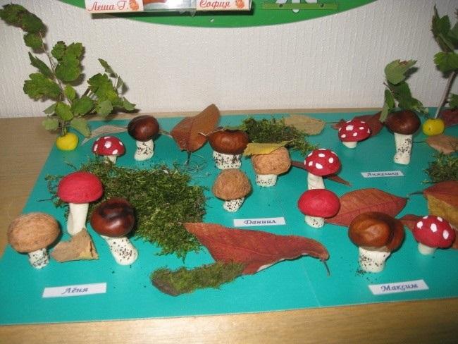 Поделка грибная полянка из пластилина для детей019