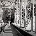 Самые крутые идеи для фотосессии на деревянном мосте