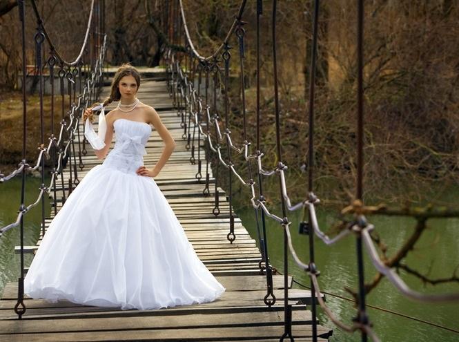 Самые крутые идеи для фотосессии на деревянном мосте011