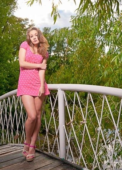 Самые крутые идеи для фотосессии на деревянном мосте015