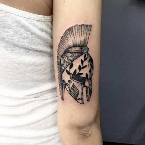 Спартанский шлем тату эскизы (19)