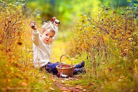 Фотосессия в осеннем лесу идеи с ребенком008