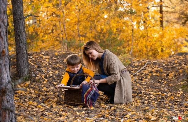 Фотосессия в осеннем лесу идеи с ребенком011