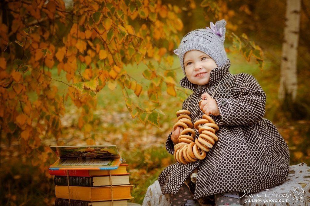 Фотосессия в осеннем лесу идеи с ребенком014