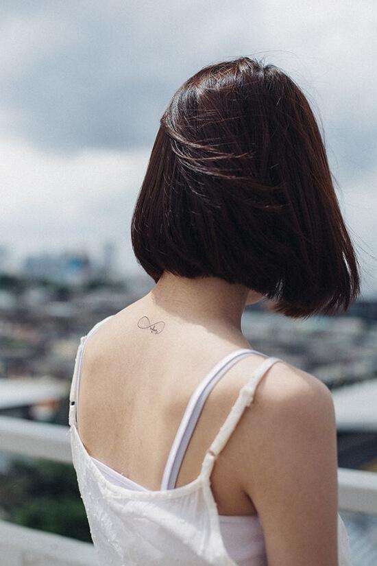 Фото блондинок со спины со средними волосами осенью011