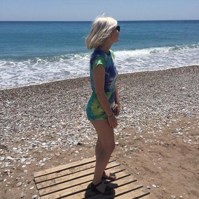Фото блондинок со спины со средними волосами осенью015