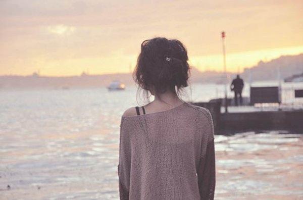 Фото девушек красивых брюнеток на аву со спины028