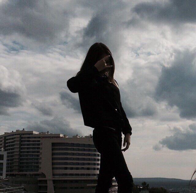 Фото девушек с темными волосами на аву без лица001