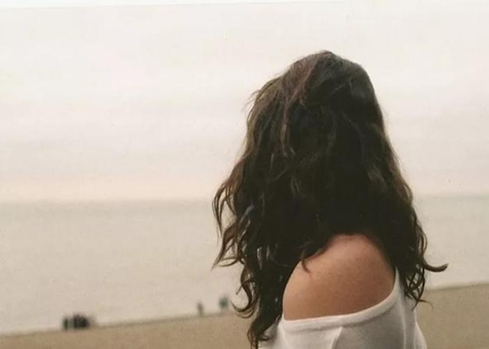 Фото девушек с темными волосами на аву без лица012
