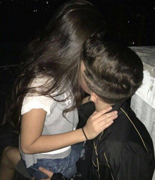 Фото девушка с парнем без лица целуются на аву002