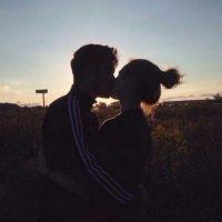 Фото девушка с парнем без лица целуются на аву012