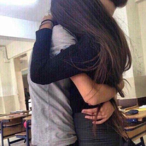Фото девушка с парнем без лица целуются на аву013