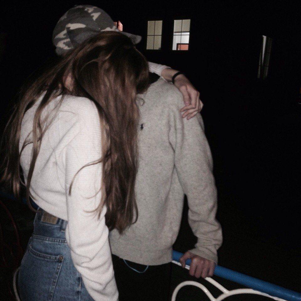 Фото девушка с парнем без лица целуются на аву016