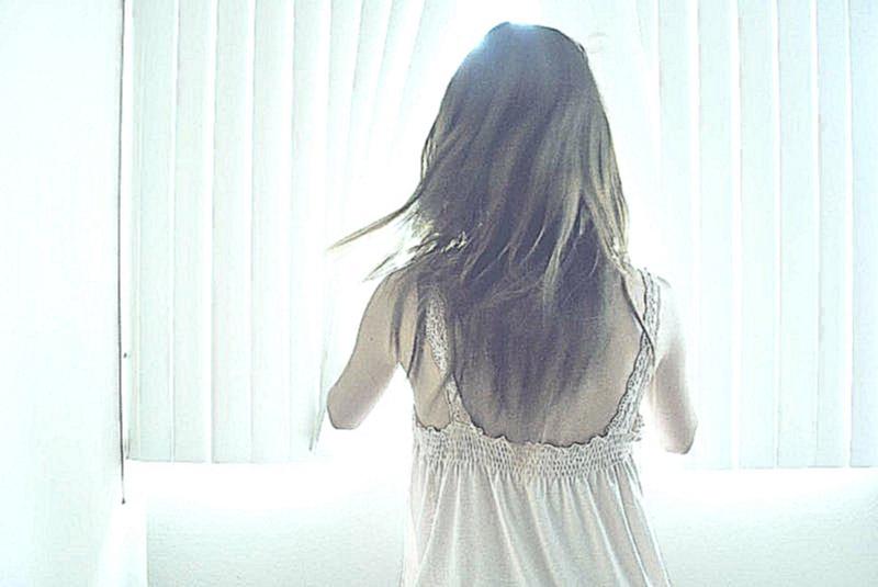 Фото красивых девушек на аву брюнеток со спины016