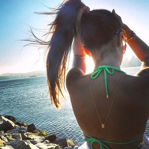 Фото красивых девушек на аву брюнеток со спины023