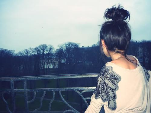 Фото на аву брюнеток с длинными волосами со спины (1)