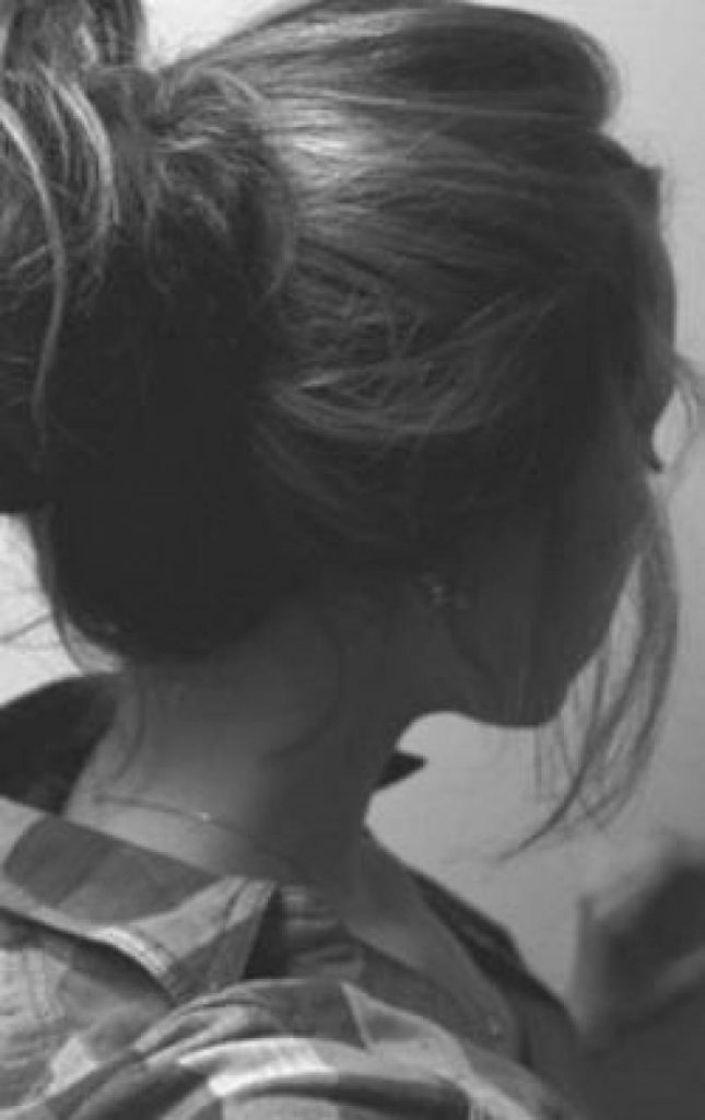 Фото на аву девушка с русыми волосами без лица006