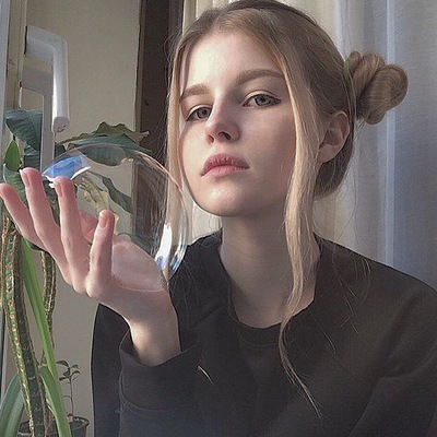 Фото на аву девушка с русыми волосами без лица008