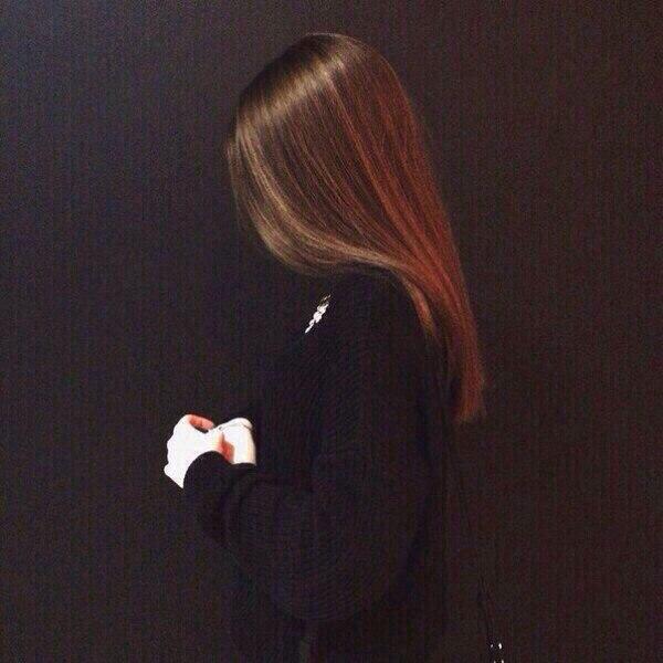 Фото на аву девушка с русыми волосами без лица009