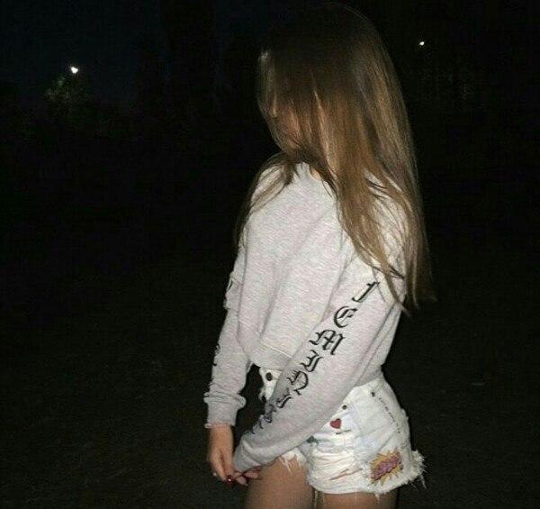 Фото на аву девушка с русыми волосами без лица011