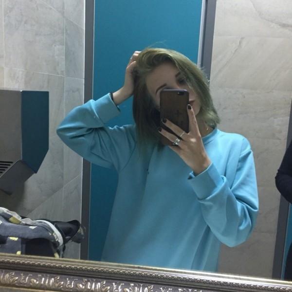 Фото на аву девушка с русыми волосами без лица013