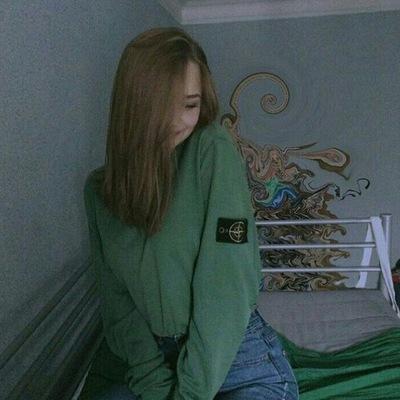 Фото на аву девушка с русыми волосами без лица014