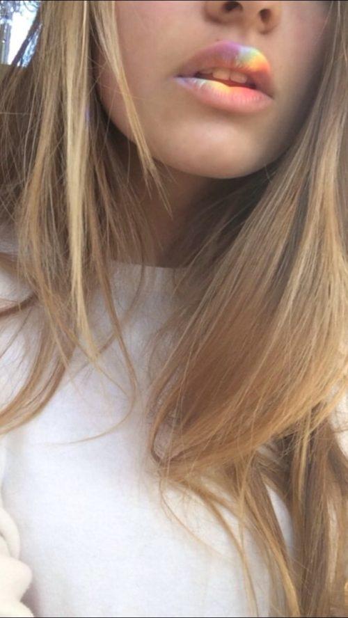 Фото на аву девушка с русыми волосами без лица016
