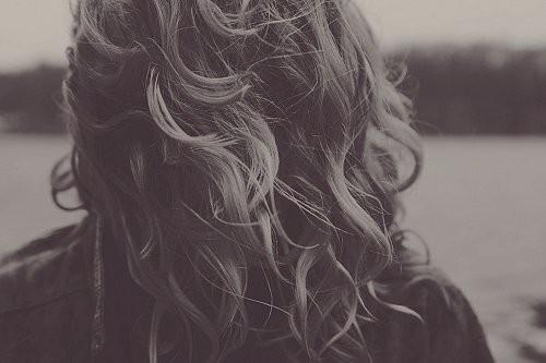 Черно-белые аватарки для девушек со спины006