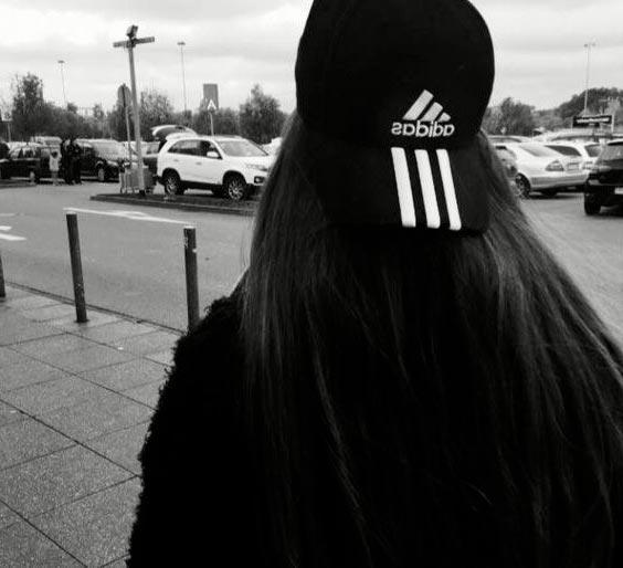 Черно-белые аватарки для девушек со спины015
