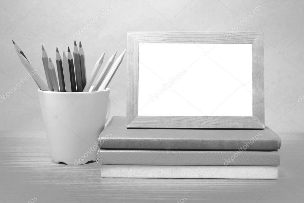 Cтопка книг черно-белые картинки - подборка (4)