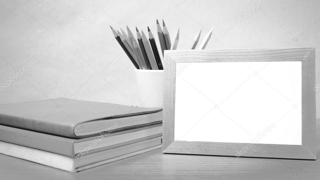 Cтопка книг черно-белые картинки - подборка (5)
